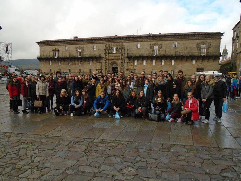 Испански предприемачи споделят опит пред ямболски ученици - голяма снимка
